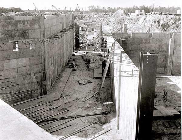 construction-of-utilidors-at-disney.jpg