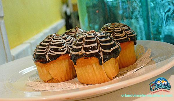 Spiders web cupcakes